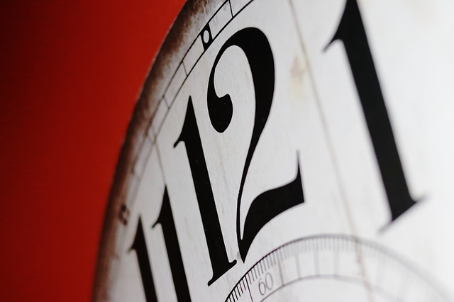 feature_clock_close_up