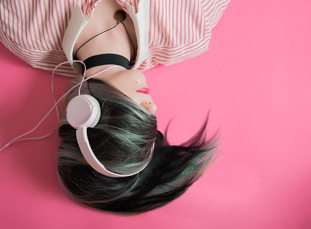 body_girl_headphones