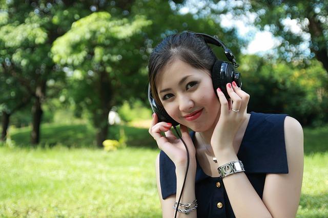 body_woman_listening