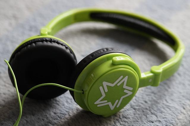 body_green_headphones