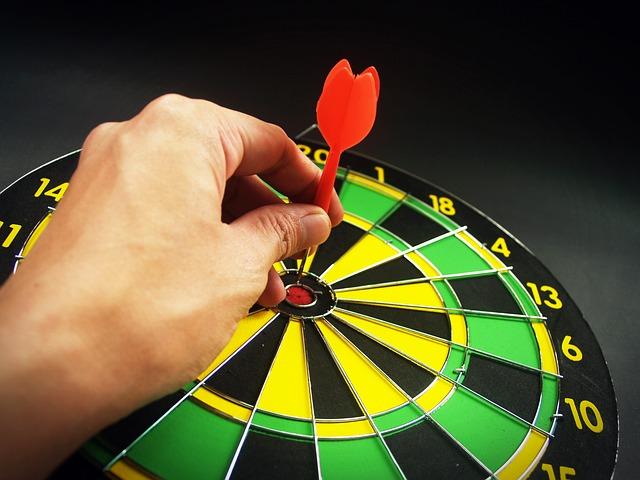 body_hand_bullseye_dartboard