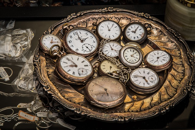 body_antique_clocks